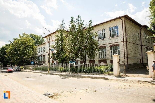 strada-cu-colegiul-national-grigore-ghica-din-dorohoi-judetul-botosani.jpg