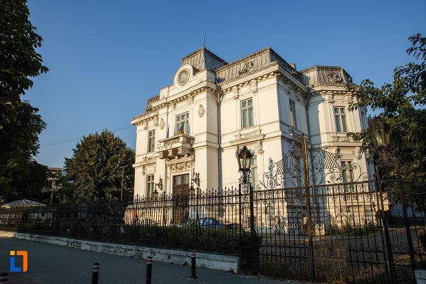 strada-cu-muzeul-de-arta-ion-ionescu-quintus-din-ploiesti-judetul-prahova.jpg