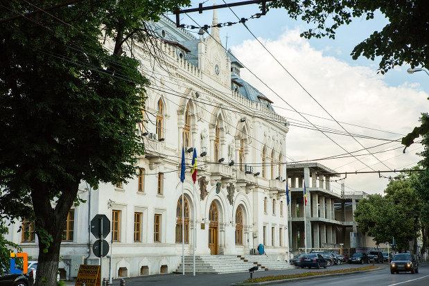 strada-cu-palatul-administrativ-prefectura-judetului-galati.jpg