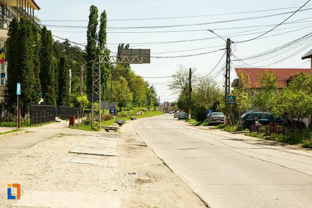 strada-din-orasul-targu-carbunesti-judetul-gorj.jpg