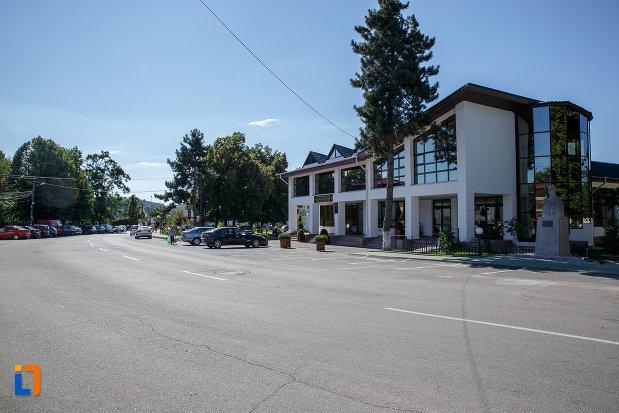 strada-din-orasul-valenii-de-munte-judetul-prahova.jpg