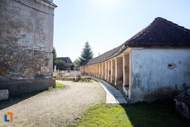 strada-langa-biserica-sfantul-bartolomeu-din-brasov-judetul-brasov.jpg