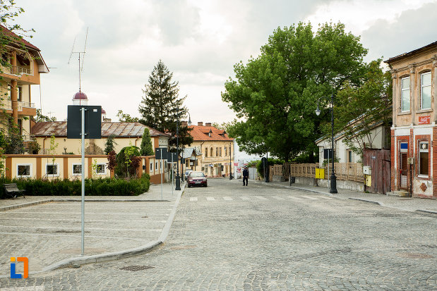 strada-pietruita-din-orasul-slatina-judetul-olt.jpg