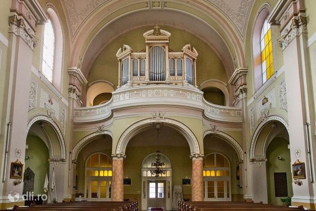 strana-din-biserica-romano-catolica-coborarea-sfantului-duh-din-oradea-judetul-bihor.jpg