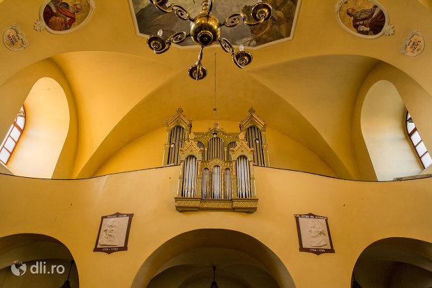 strana-din-biserica-romano-catoloca-sf-ladislau-din-oradea-judetul-bihor.jpg