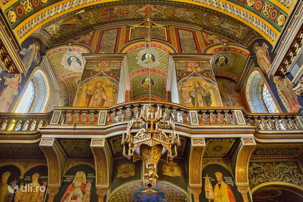 strana-din-catedrala-ortodoxa-adormirea-maicii-domnului-biserica-cu-luna-din-oradea-judetul-bihor.jpg