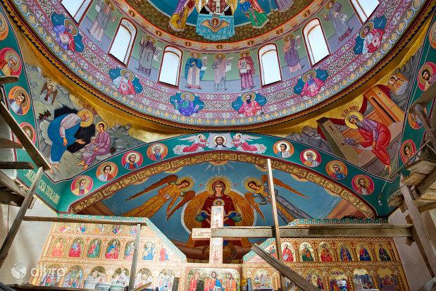 strana-din-manastirea-portarita-din-prilog-judetul-satu-mare.jpg