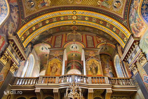 strana-si-bolta-catedrala-ortodoxa-adormirea-maicii-domnului-biserica-cu-luna-din-oradea-judetul-bihor.jpg