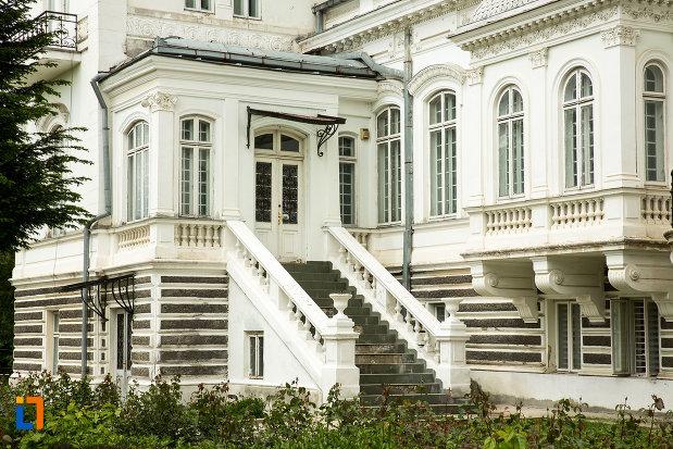 subsol-si-parter-de-la-muzeul-de-arta-si-arta-populara-palatul-marincu-din-calafat-judetul-dolj.jpg