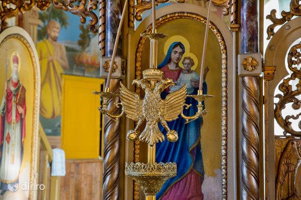 suport-de-lumanare-biserica-ortodoxa-din-chiuzbaia-judetul-maramures.jpg