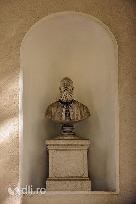 suport-si-bust-din-ansamblul-biserica-adormirii-maicii-domnului-din-sisesti-judetul-maramures.jpg