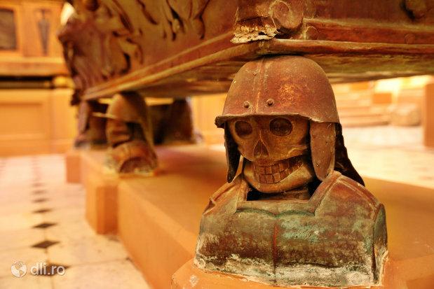 suport-sicriu-din-cripta-familiei-karolyi-de-la-manastirea-franciscana-sf-anton-din-capleni-judetul-satu-mare-2.jpg