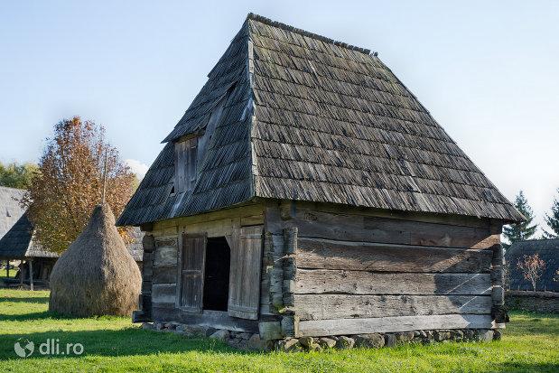 sura-din-muzeul-satului-din-sighetu-marmatiei-judetul-maramures.jpg