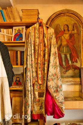 sutana-din-muzeul-bisericii-ortodoxe-din-firiza-judetul-maramures.jpg