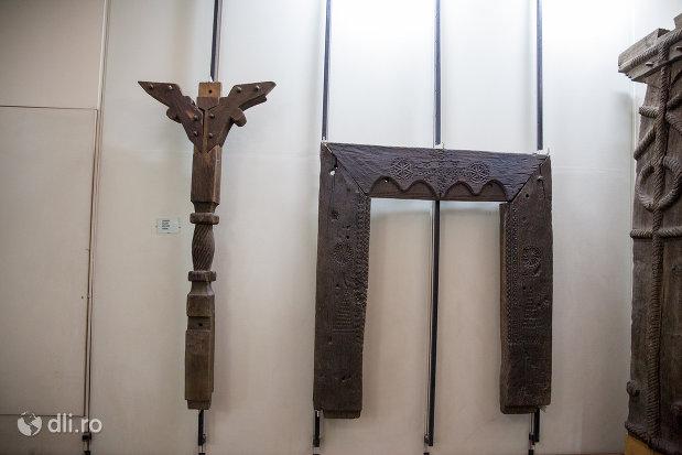 tamplarie-traditionala-din-muzeul-etnografic-al-maramuresului-din-sighetu-marmatiei-judetul-maramures.jpg
