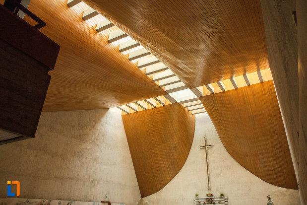 tavanul-din-biserica-romano-catolica-neprihanita-zamislire-din-orsova.jpg