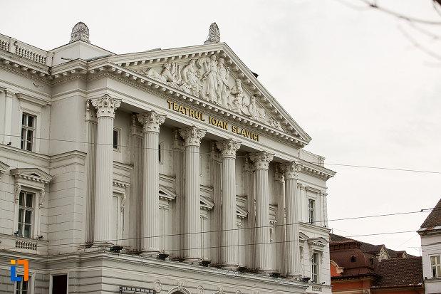 teatrul-ioan-slavici-din-arad-judetul-arad-vazut-din-lateral.jpg