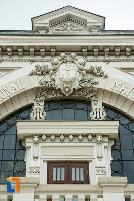 teatrul-mr-gh-pastia-din-focsani-judetul-vrancea-imagine-cu-detalii-arhitecturale.jpg