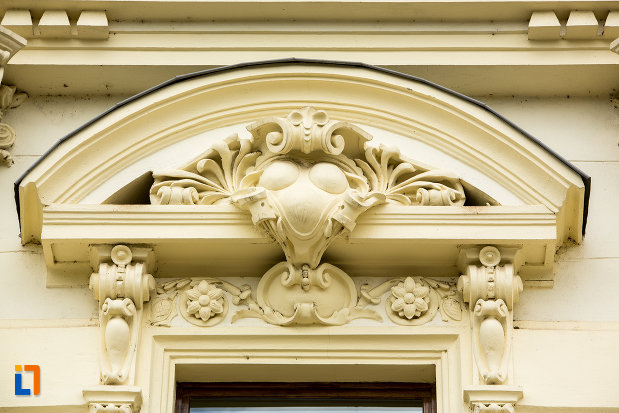 teatrul-national-din-caracal-judetul-olt-monument-de-arhitectura.jpg