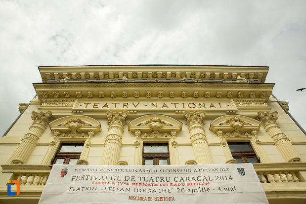 teatrul-national-din-caracal-judetul-olt-vazut-de-jos.jpg