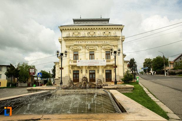 teatrul-national-din-caracal-judetul-olt-vazut-din-fata.jpg