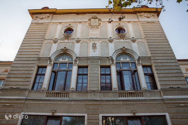 teatrul-orasenesc-transilvania-din-zalau-judetul-salaj.jpg