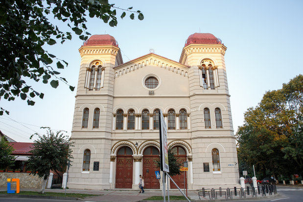 templul-evreiesc-1879-din-radauti-judetul-suceava-vazut-din-fata.jpg