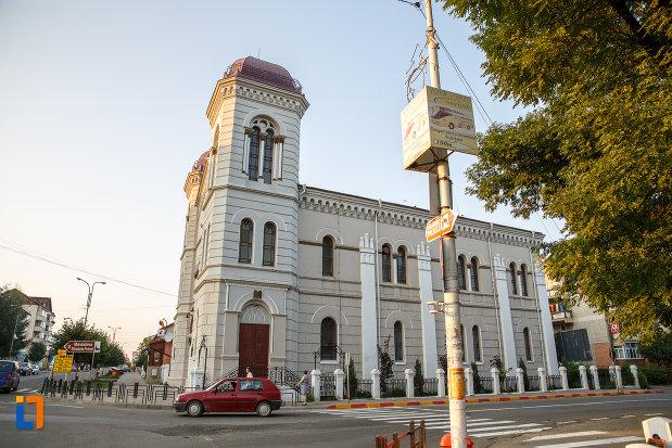 templul-evreiesc-1879-din-radauti-judetul-suceava.jpg