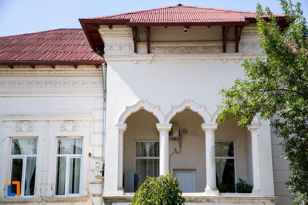 terasa-de-la-casa-de-pe-str-dacia-nr-5-din-cernavoda-judetul-constanta.jpg