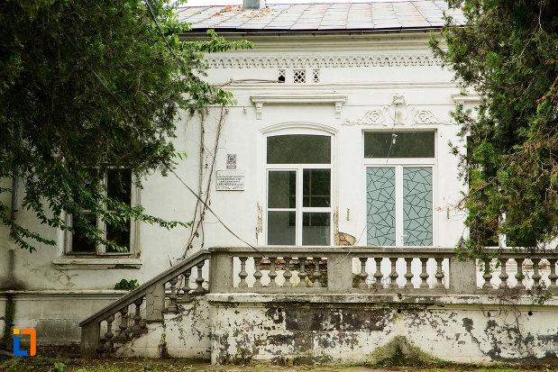 terasa-de-la-casa-jean-koppethki-din-tecuci-judetul-galati.jpg