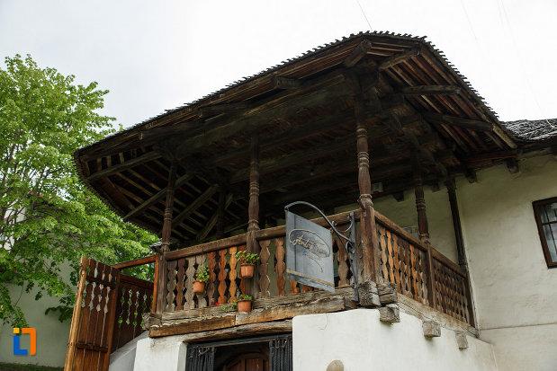 terasa-de-la-casa-memoriala-anton-pann-din-ramnicu-valcea-judetul-valcea.jpg