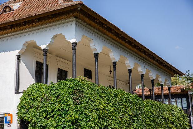 terasa-de-la-casa-memoriala-nicolae-iorga-din-valenii-de-munte-judetul-prahova.jpg