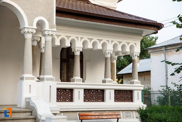 terasa-de-la-casa-zarzara-palatul-copiilor-din-alexandria-judetul-teleorman.jpg