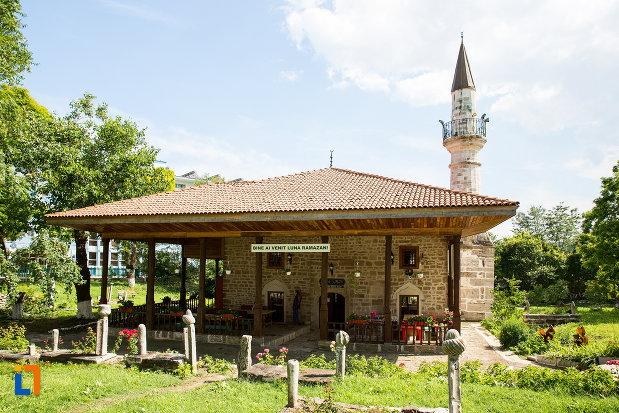 terasa-de-la-moscheea-esmahan-sultan-din-mangalia-judetul-constanta.jpg