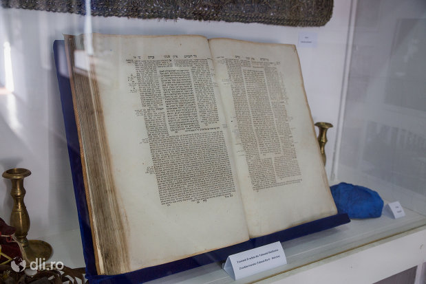tractatul-zvachim-din-casa-memoriala-elie-wiesel-din-sighetu-marmatiei-judetul-maramures.jpg