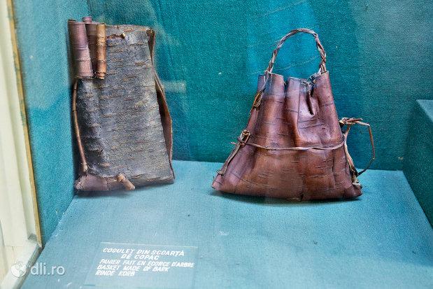 traista-din-piele-muzeul-etnografic-al-maramuresului-din-sighetu-marmatiei-judetul-maramures.jpg