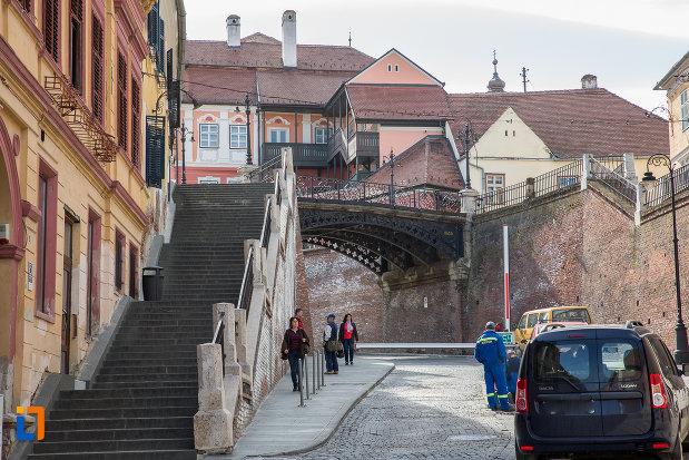 trepte-ce-urca-la-podul-metalic-podul-minciunilor-1859-din-sibiu-judetul-sibiu.jpg