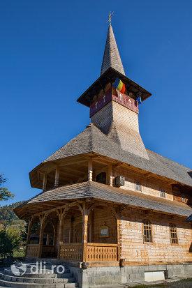 trepte-de-intrare-in-biserica-de-lemn-ortodoxa-din-baia-sprie-judetul-maramures.jpg