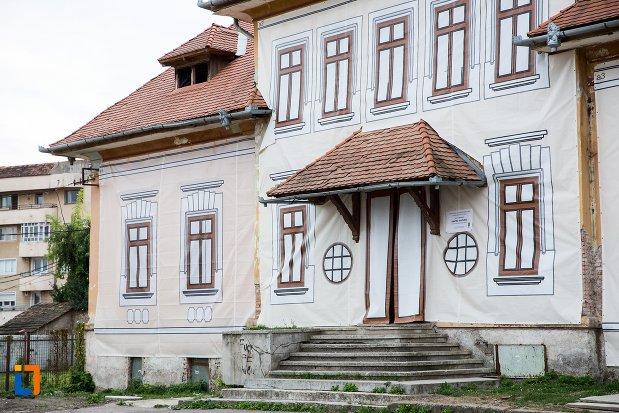 trepte-de-la-baia-comunala-azi-centrul-cultural-din-fagaras-judetul-brasov.jpg