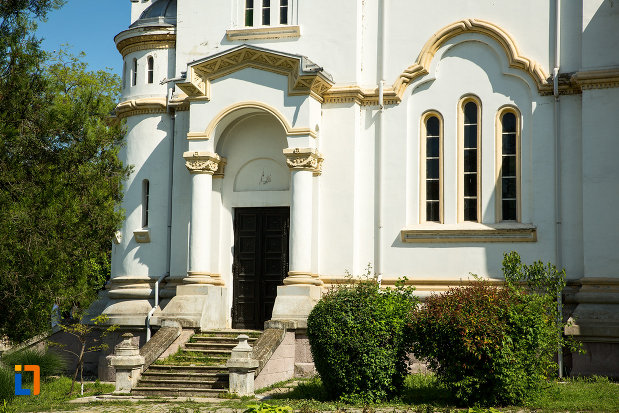 trepte-de-la-biserica-sf-nicolae-din-calafat-judetul-dolj.jpg