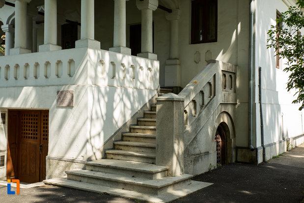 trepte-de-la-casa-brabu-ganescu-din-targu-jiu-judetul-gorj.jpg