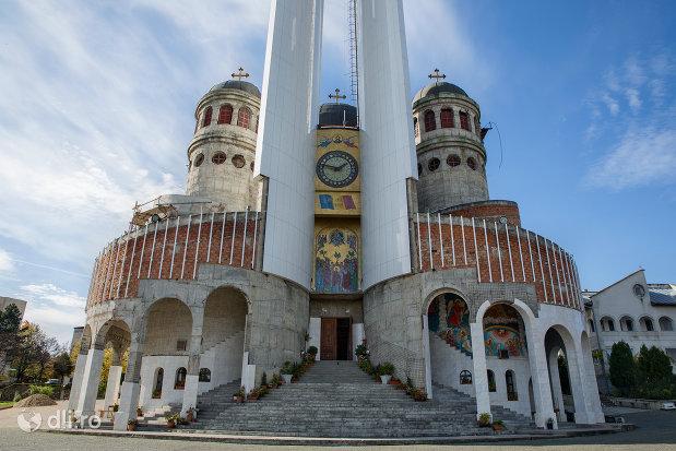 trepte-de-la-catedrala-ortodoxa-sfanta-vineri-din-zalau-judetul-salaj.jpg