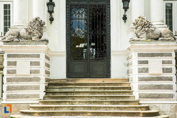 trepte-de-la-muzeul-de-arta-si-arta-populara-palatul-marincu-din-calafat-judetul-dolj.jpg
