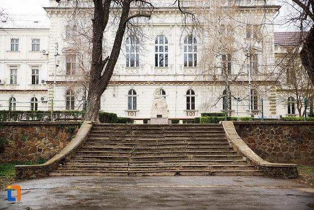 trepte-din-parcul-mihai-eminescu-din-arad-judetul-arad.jpg