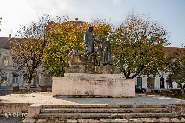 trepte-si-statuia-wesselenyi-din-zalau-judetul-salaj.jpg