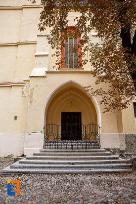 trepte-si-usa-de-biserica-biserica-evanghelica-sf-margareta-si-turnul-trompetilor-1488-din-medias-judetul-sibiu.jpg