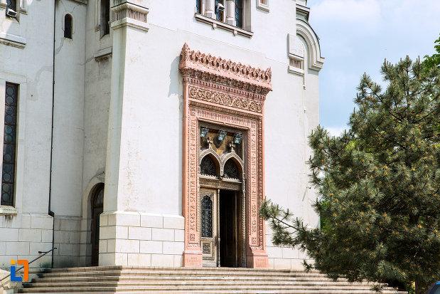 trepte-si-usa-de-la-biserica-adormirea-maicii-domnului-din-craiova-judetul-dolj.jpg