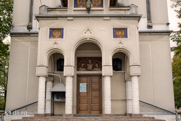 trepte-si-usa-de-la-biserica-sfanta-treime-din-ardusat-judetul-maramures.jpg