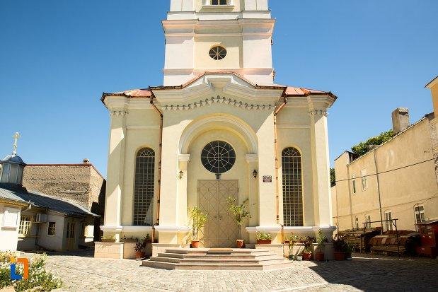 trepte-si-usa-de-la-catedrala-mitropoliei-ortodoxe-acoperamantul-maicii-domnului-din-braila-judetul-braila.jpg