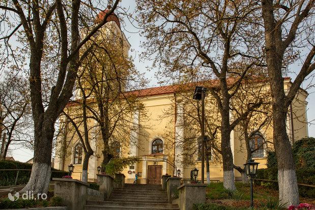 trepte-spre-biserica-reformata-din-valea-lui-mihai-judetul-bihor.jpg